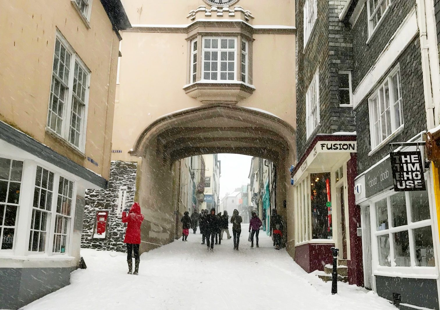 totnes snow scene at christmas