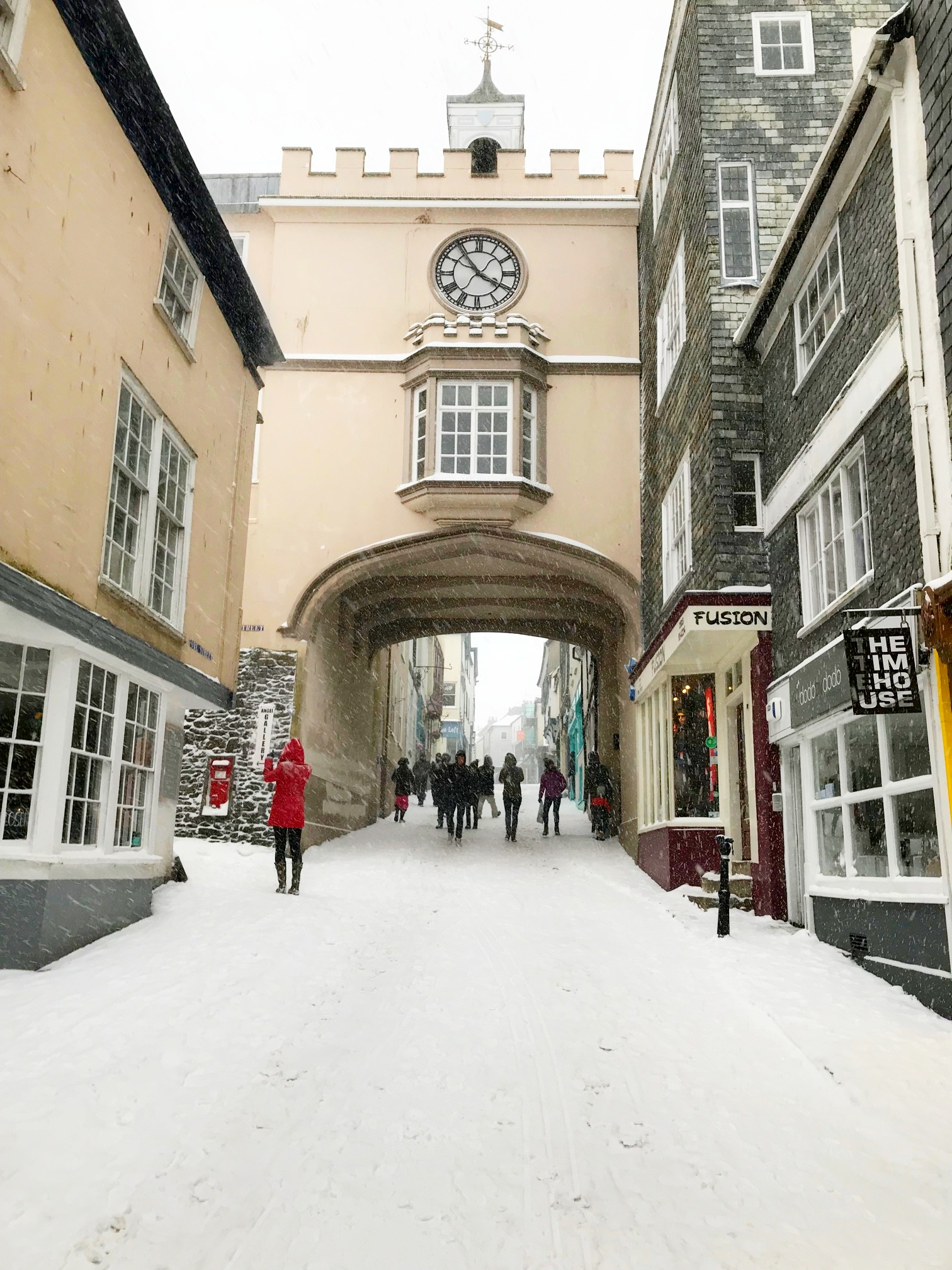 totnes snow scene at christmas